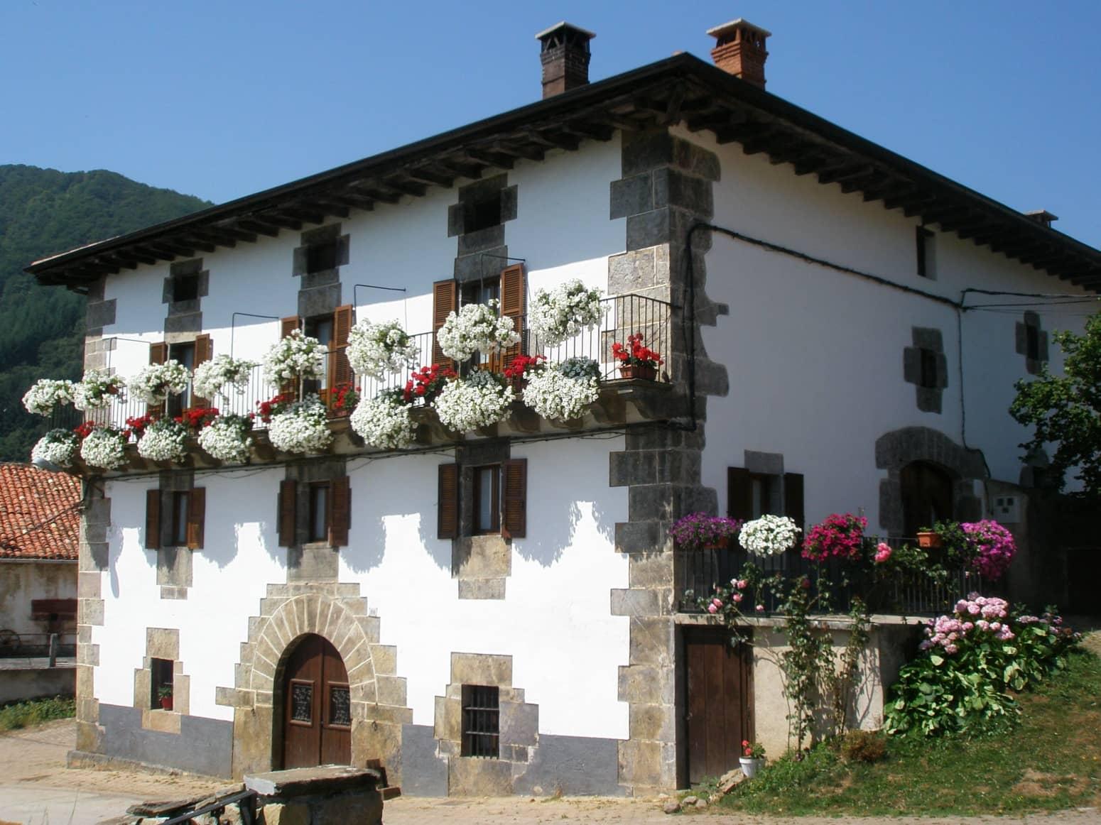 4 slaapkamer Rijtjeshuis te huur in Pamplona - € 1.000 (Ref: 5068163)