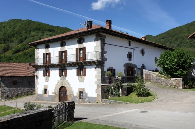 5 soverom Rekkehus til salgs i Basaburua med garasje - € 698 000 (Ref: 5299422)