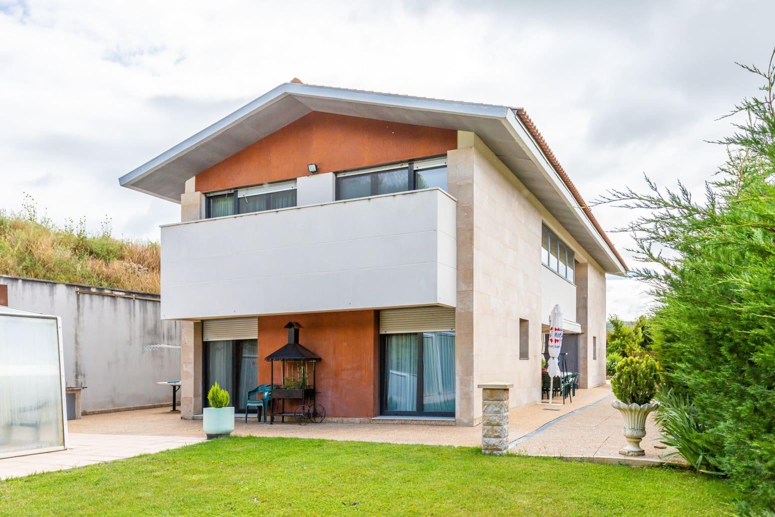 6 soverom Rekkehus til salgs i San Martin de Unx med svømmebasseng garasje - € 360 000 (Ref: 5353894)