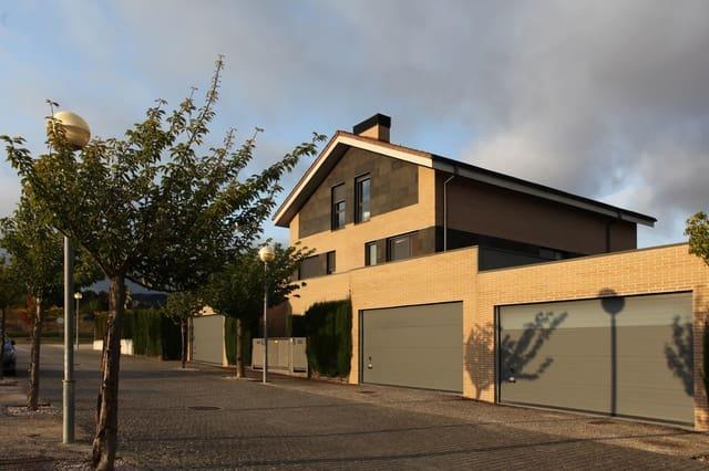 3 soverom Rekkehus til salgs i Zuasti med garasje - € 340 000 (Ref: 5466198)