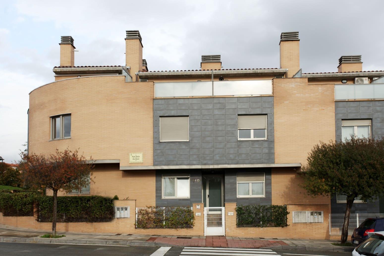 4 soverom Rekkehus til leie i Pamplona med garasje - € 1 350 (Ref: 5717853)