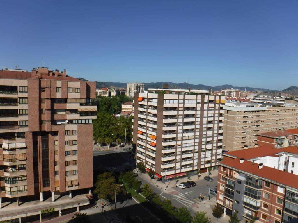 4 slaapkamer Flat te huur in Pamplona met garage - € 1.200 (Ref: 5876256)
