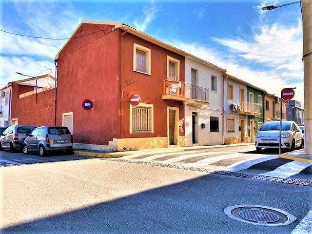 Casa de 4 habitaciones en Beniarbeig en venta con garaje - 115.000 € (Ref: 5027712)