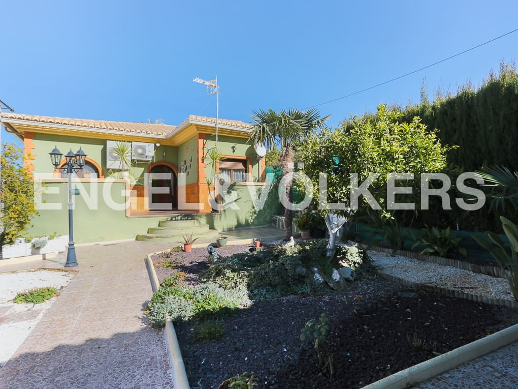 Chalet de 3 habitaciones en Beniatjar en venta con garaje - 220.000 € (Ref: 4831289)