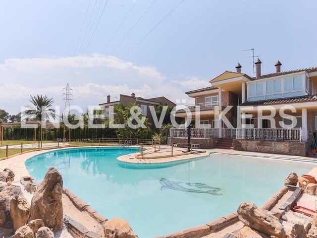 Chalet de 4 habitaciones en Manises en venta con piscina garaje - 700.000 € (Ref: 4891438)