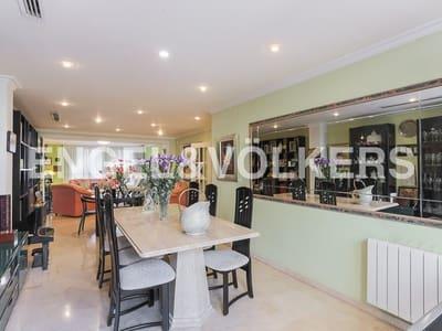 7 bedroom Semi-detached Villa for sale in Burjassot with garage - € 600,000 (Ref: 4948559)