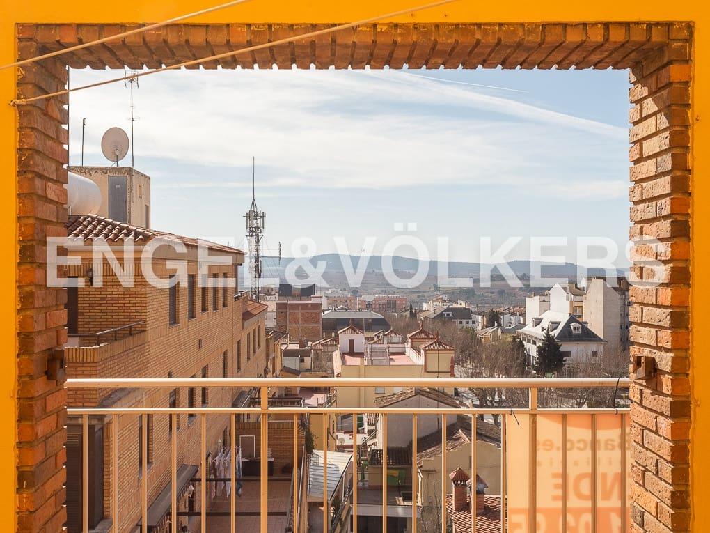 Piso de 3 habitaciones en Requena en venta con garaje - 98.000 € (Ref: 5124827)