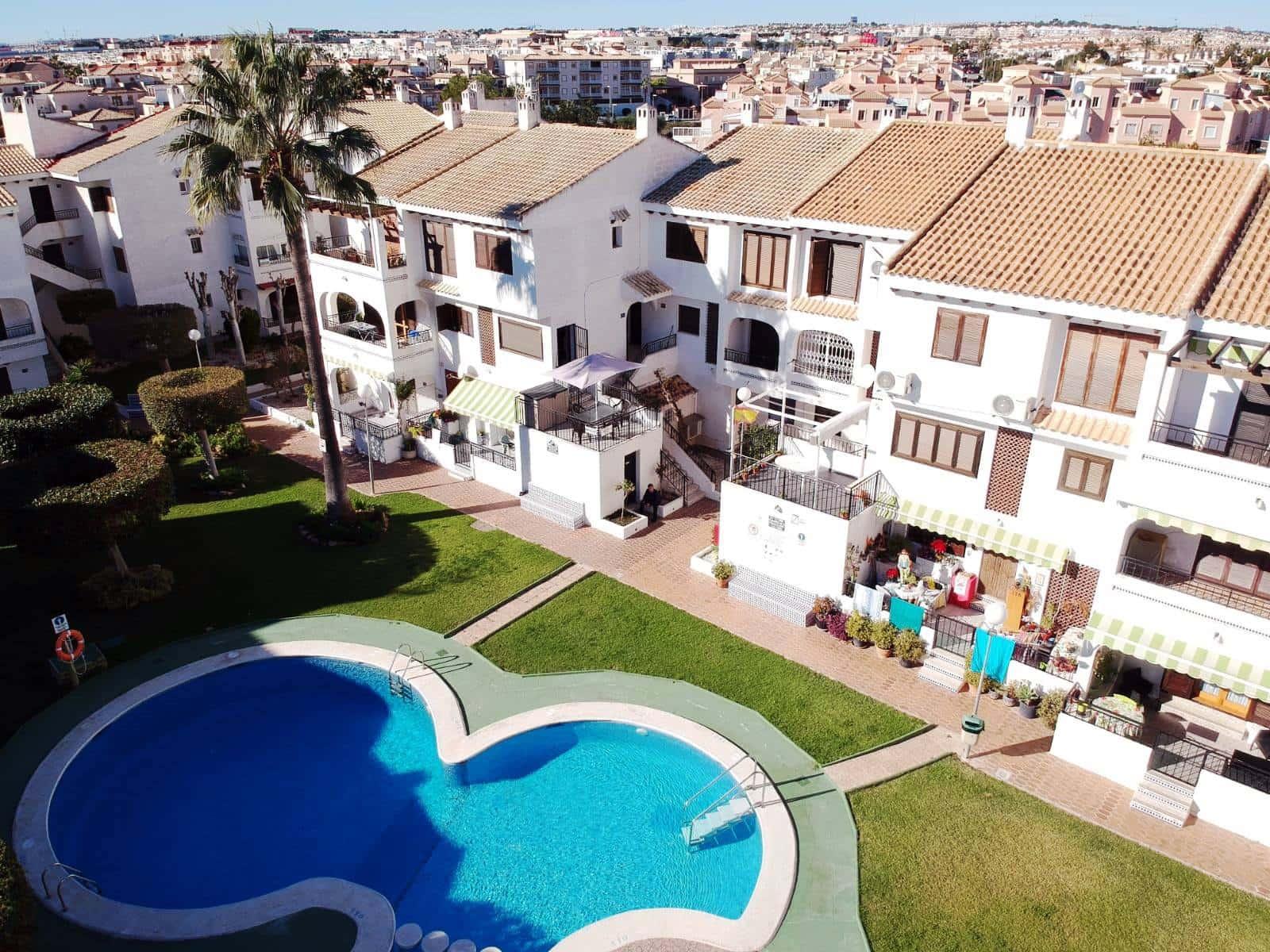 Apartamento de 2 habitaciones en Playa Flamenca en venta con piscina - 130.000 € (Ref: 4860464)