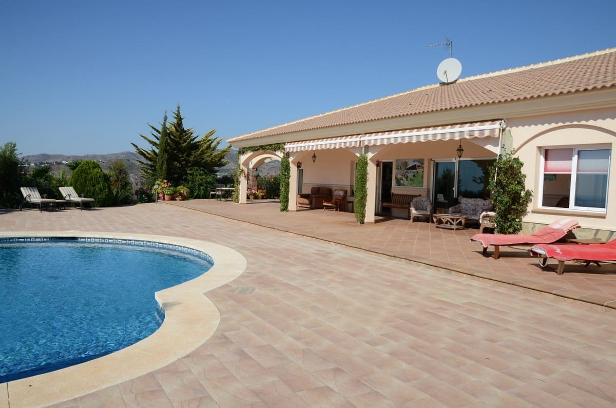 4 bedroom Villa for sale in Almayate with pool garage - € 895,000 (Ref: 4860770)