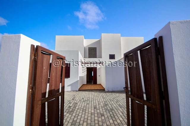 5 bedroom Finca/Country House for sale in Tahiche with pool garage - € 565,000 (Ref: 6143706)