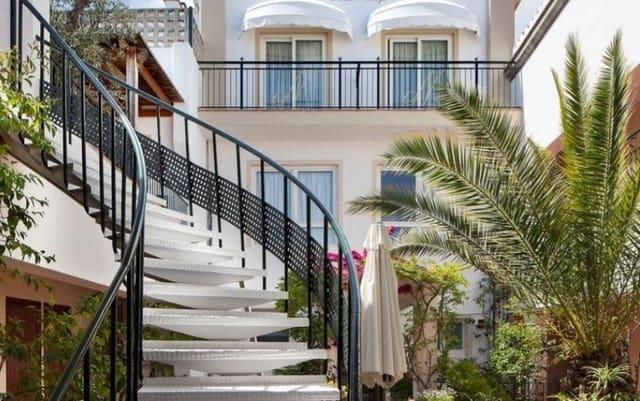 71 chambre Hôtel à vendre à Lloret de Mar avec piscine garage - 2 850 000 € (Ref: 5557214)