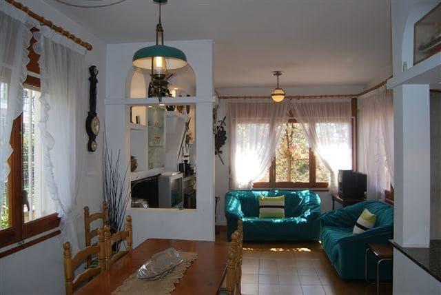 3 slaapkamer Halfvrijstaande villa te koop in Lloret de Mar met garage - € 370.000 (Ref: 5704825)