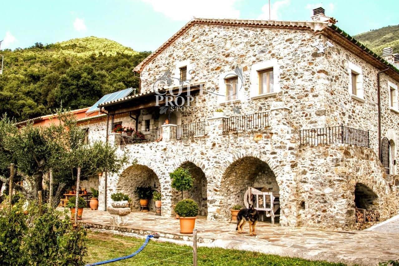 6 chambre Finca/Maison de Campagne à vendre à Macanet de Cabrenys avec garage - 700 000 € (Ref: 4977152)