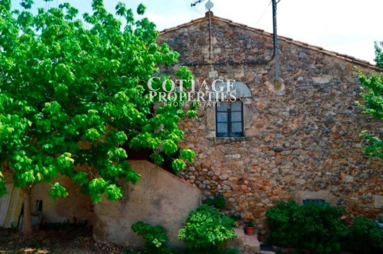 8 bedroom Finca/Country House for sale in Navata - € 750,000 (Ref: 4977219)