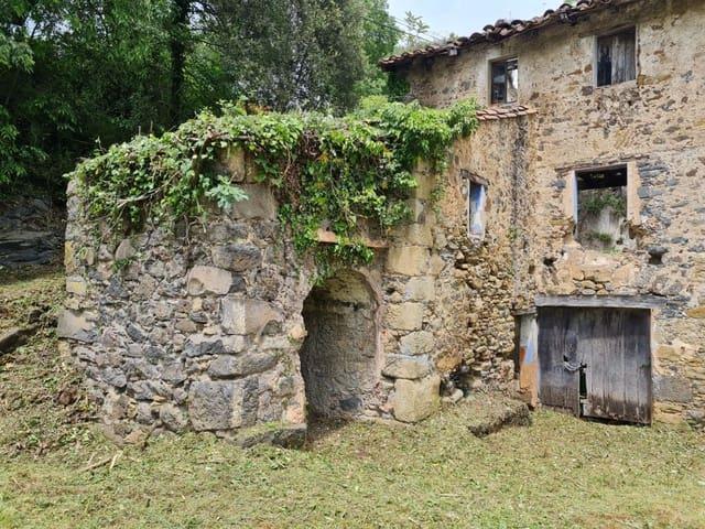 5 bedroom Finca/Country House for sale in Santa Pau - € 160,000 (Ref: 6079698)