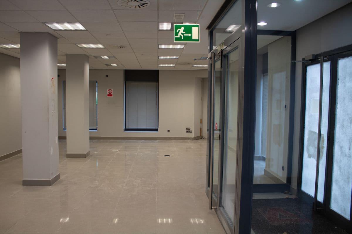 3 bedroom Commercial for rent in Santander - € 5,000 (Ref: 5019449)
