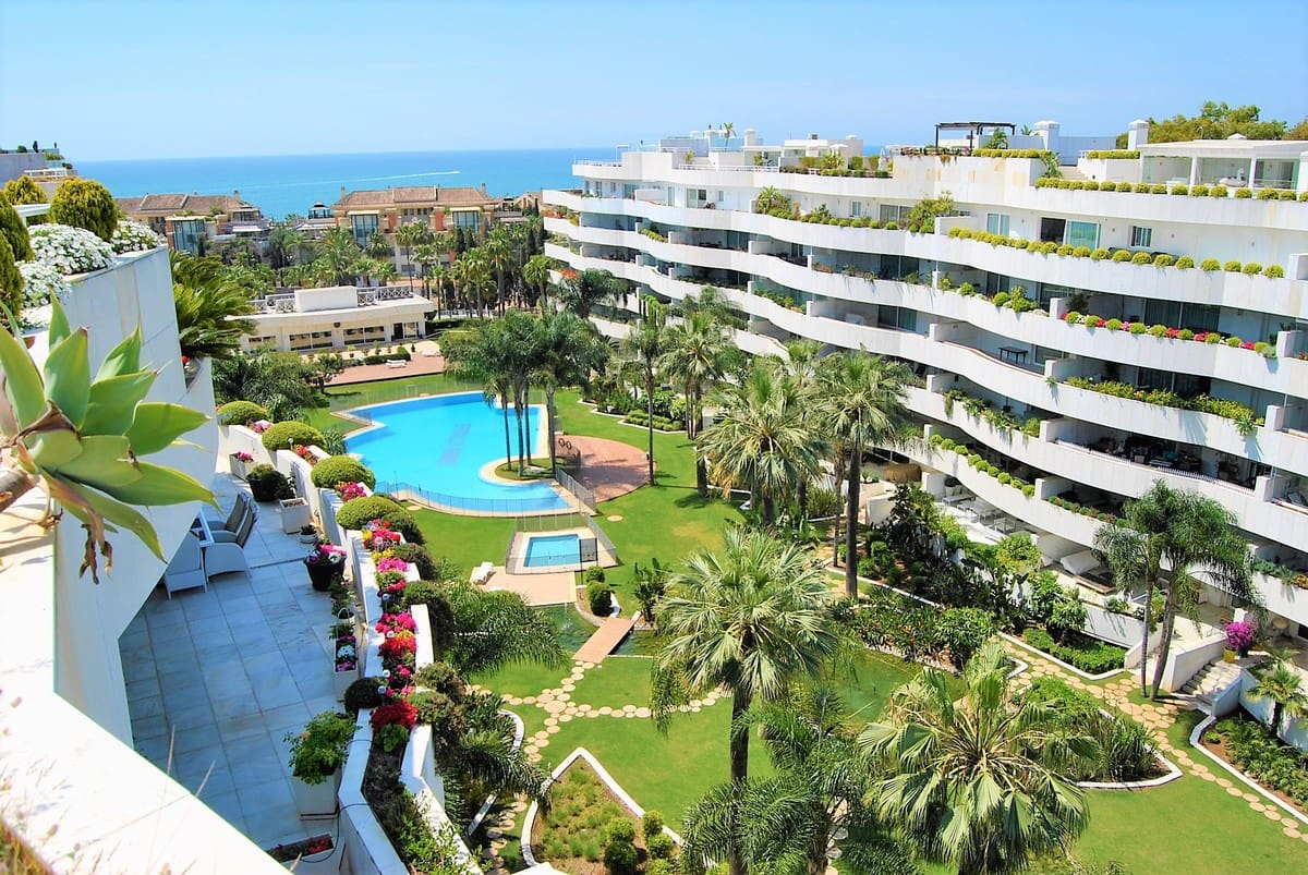 4 bedroom Apartment for sale in Marbella with garage - € 2,900,000 (Ref: 5169901)