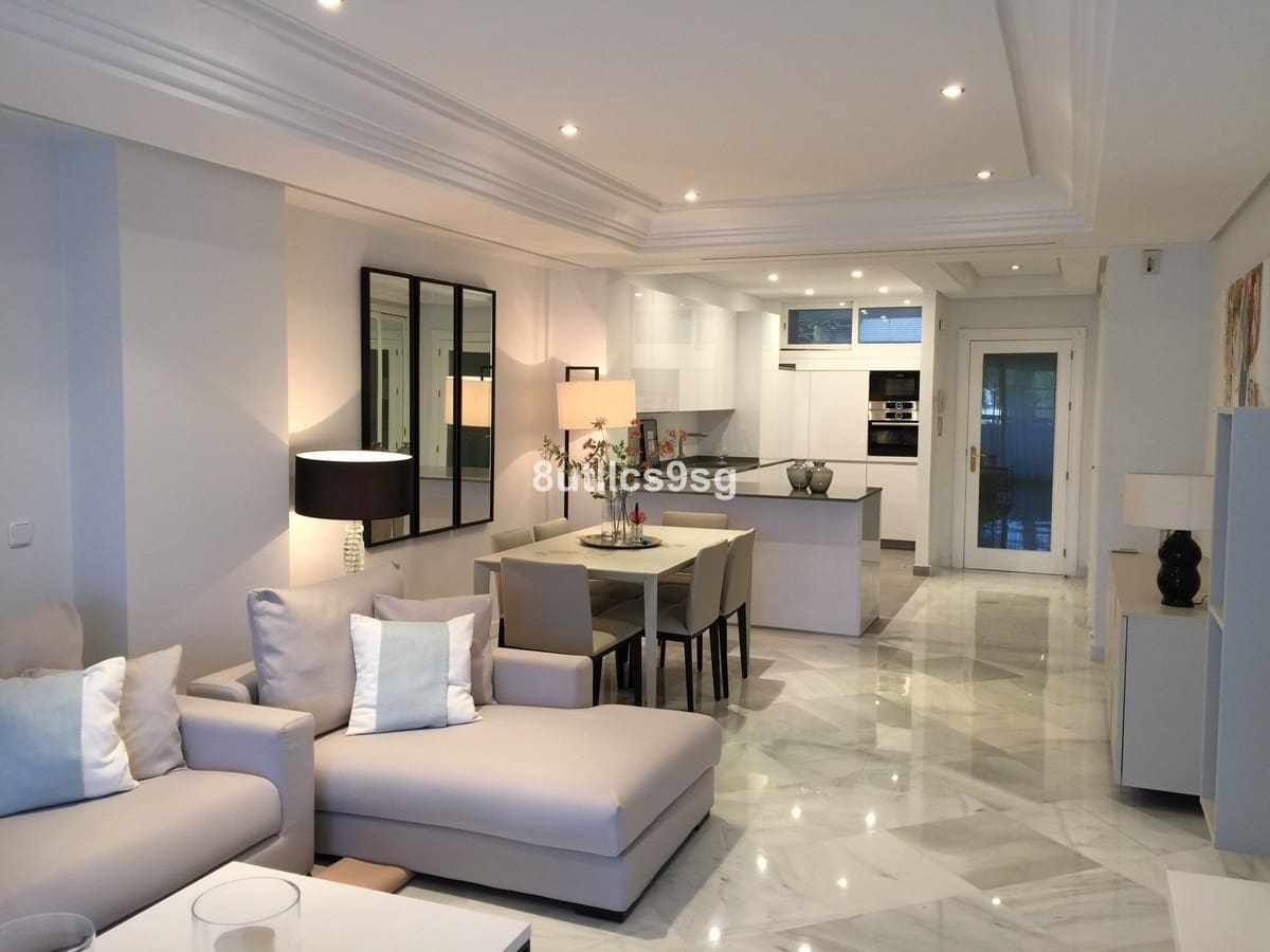 2 bedroom Apartment for sale in Marbella - € 1,100,000 (Ref: 5169941)