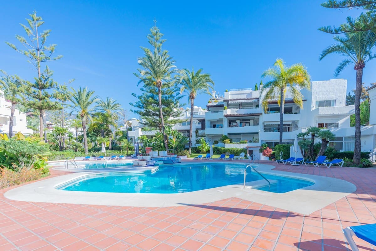 2 bedroom Apartment for sale in Marbella - € 1,100,000 (Ref: 5169965)
