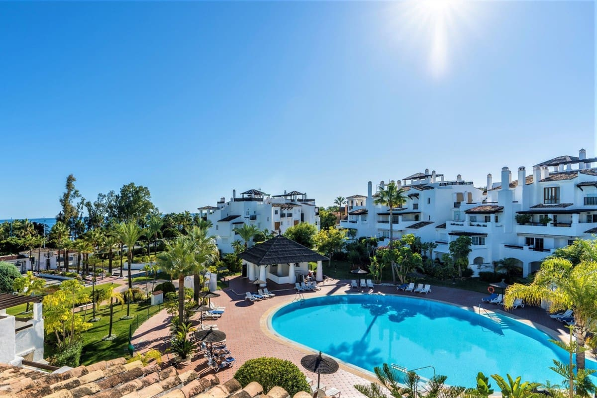 4 bedroom Apartment for sale in Marbella - € 1,290,000 (Ref: 5170019)