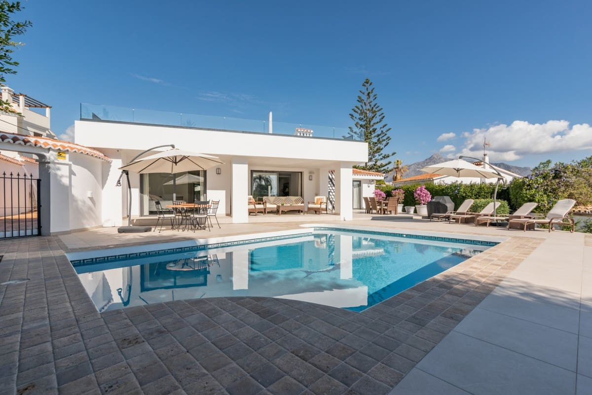 4 bedroom Villa for sale in Marbella with garage - € 1,495,000 (Ref: 5170024)