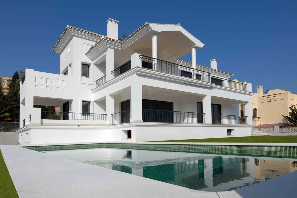 7 bedroom Villa for sale in Marbella - € 3,755,000 (Ref: 5170082)