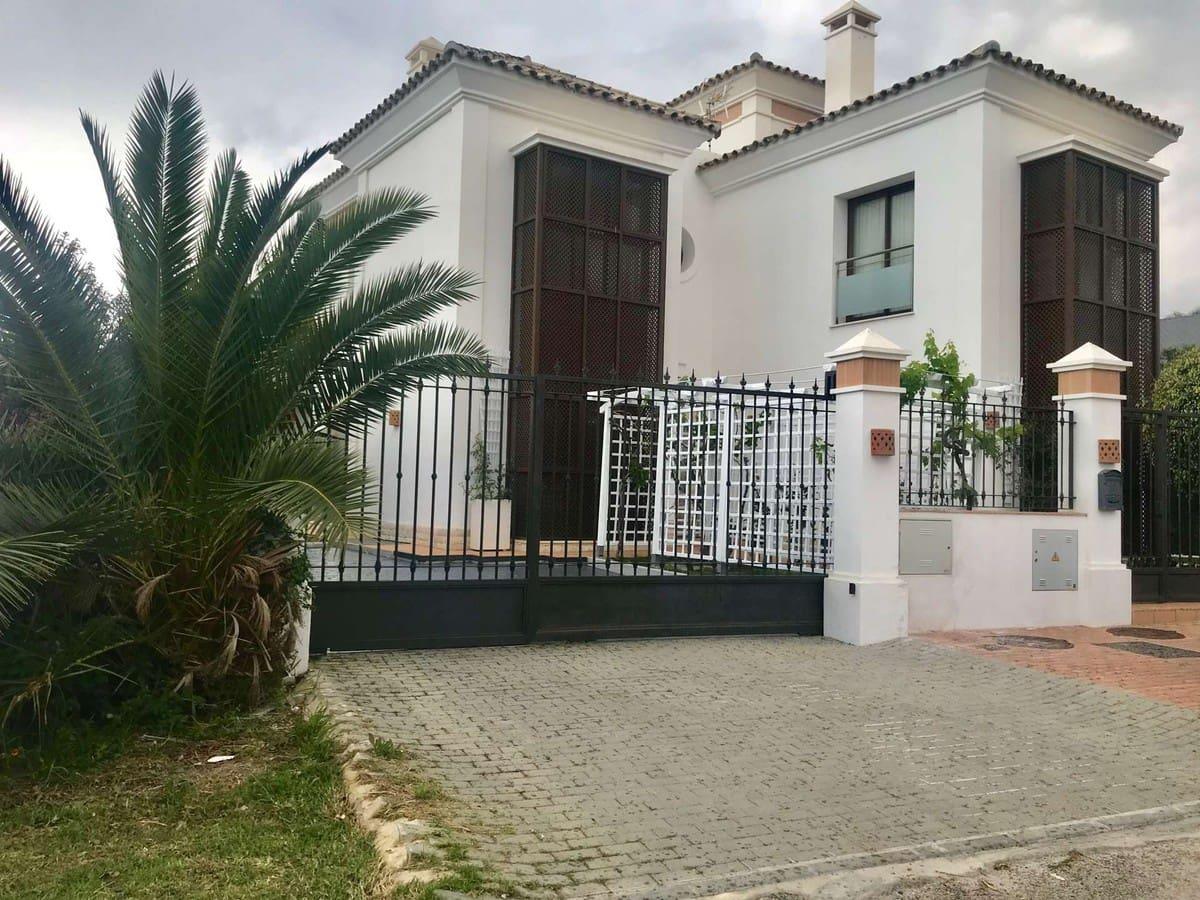 4 bedroom Villa for sale in Marbella - € 1,250,000 (Ref: 5170147)