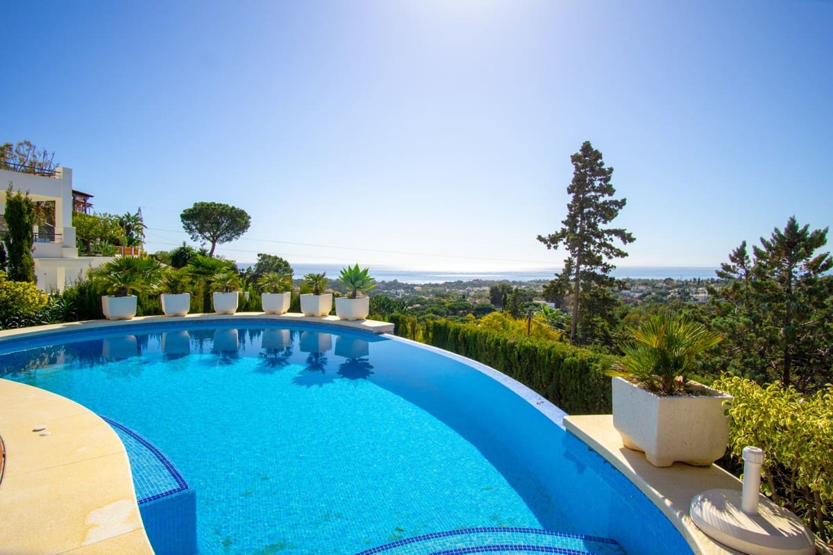 4 bedroom Villa for sale in Marbella with garage - € 1,550,000 (Ref: 5170165)