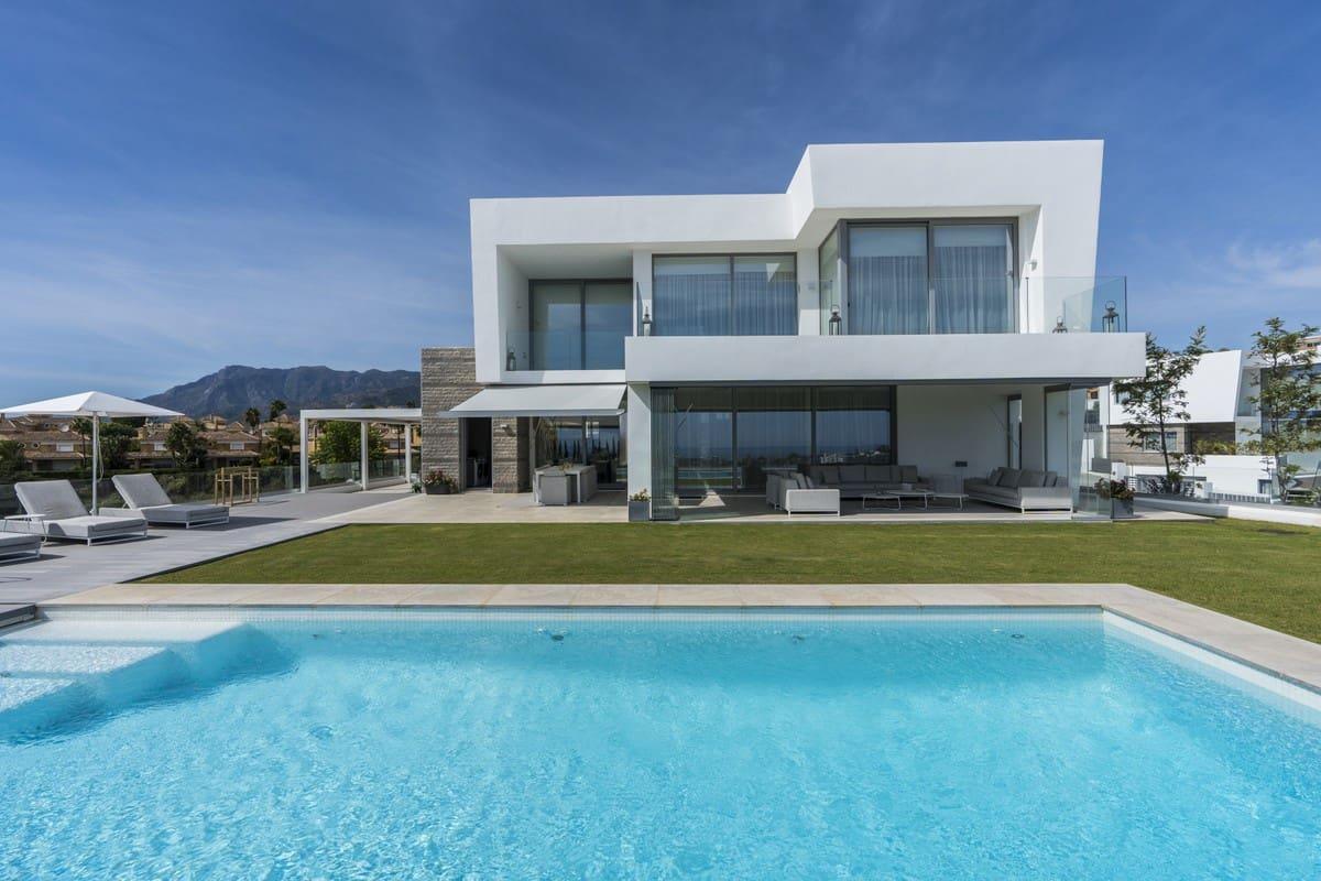 5 bedroom Villa for sale in Marbella with garage - € 2,590,000 (Ref: 5170216)