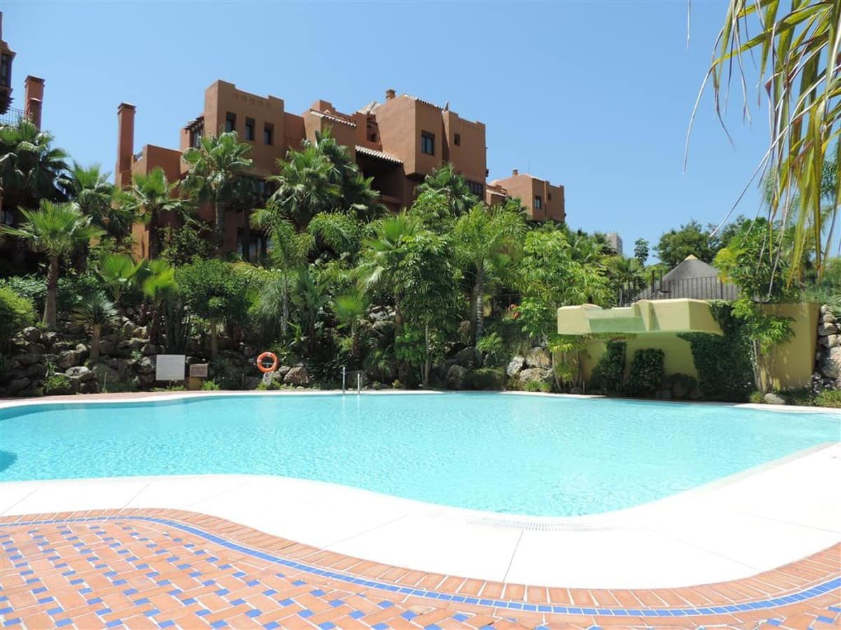 3 bedroom Apartment for sale in Marbella - € 950,000 (Ref: 5178364)