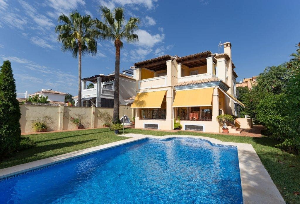 4 bedroom Villa for sale in Marbella with garage - € 749,000 (Ref: 5178376)