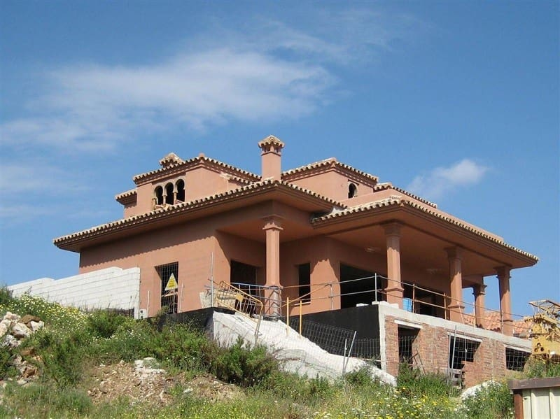 5 bedroom Villa for sale in Benalmadena with garage - € 630,000 (Ref: 5178403)
