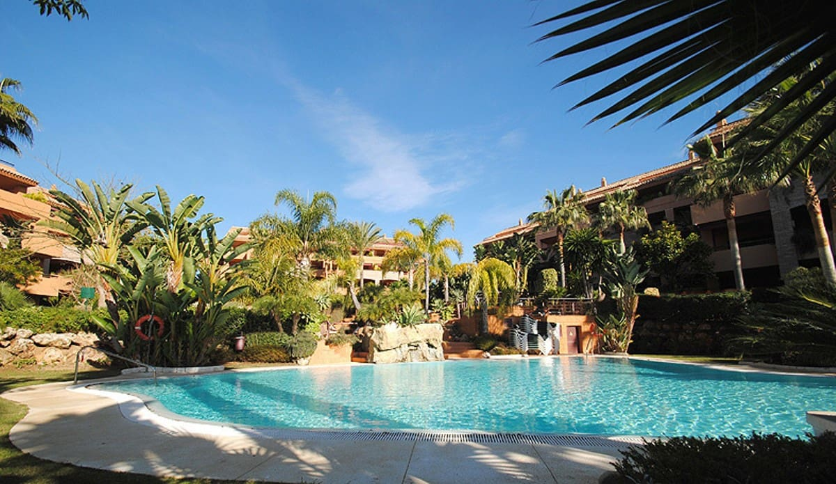 3 bedroom Apartment for sale in Marbella with garage - € 820,000 (Ref: 5178453)