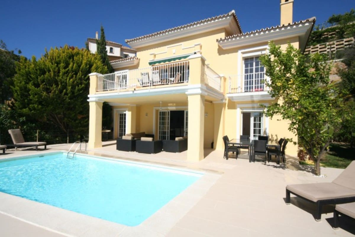 9 bedroom Villa for sale in Marbella with garage - € 1,250,000 (Ref: 5186039)