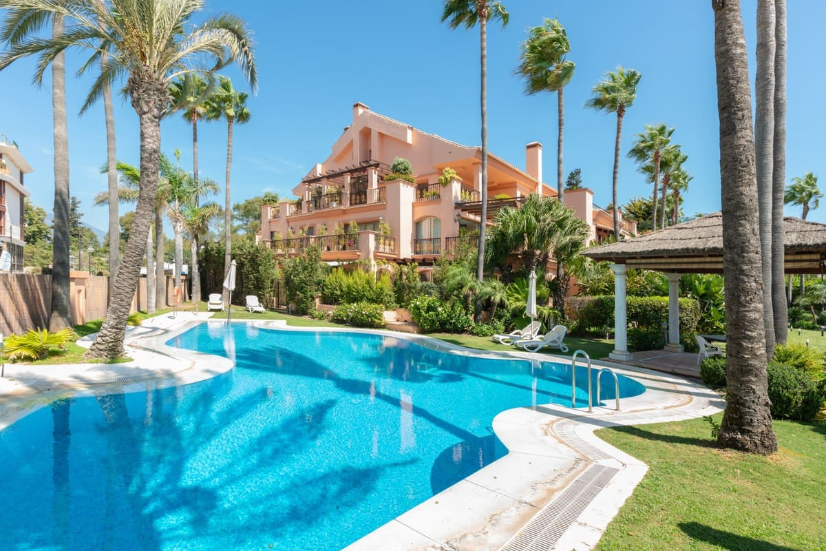 3 bedroom Apartment for sale in Marbella with garage - € 2,900,000 (Ref: 5186073)