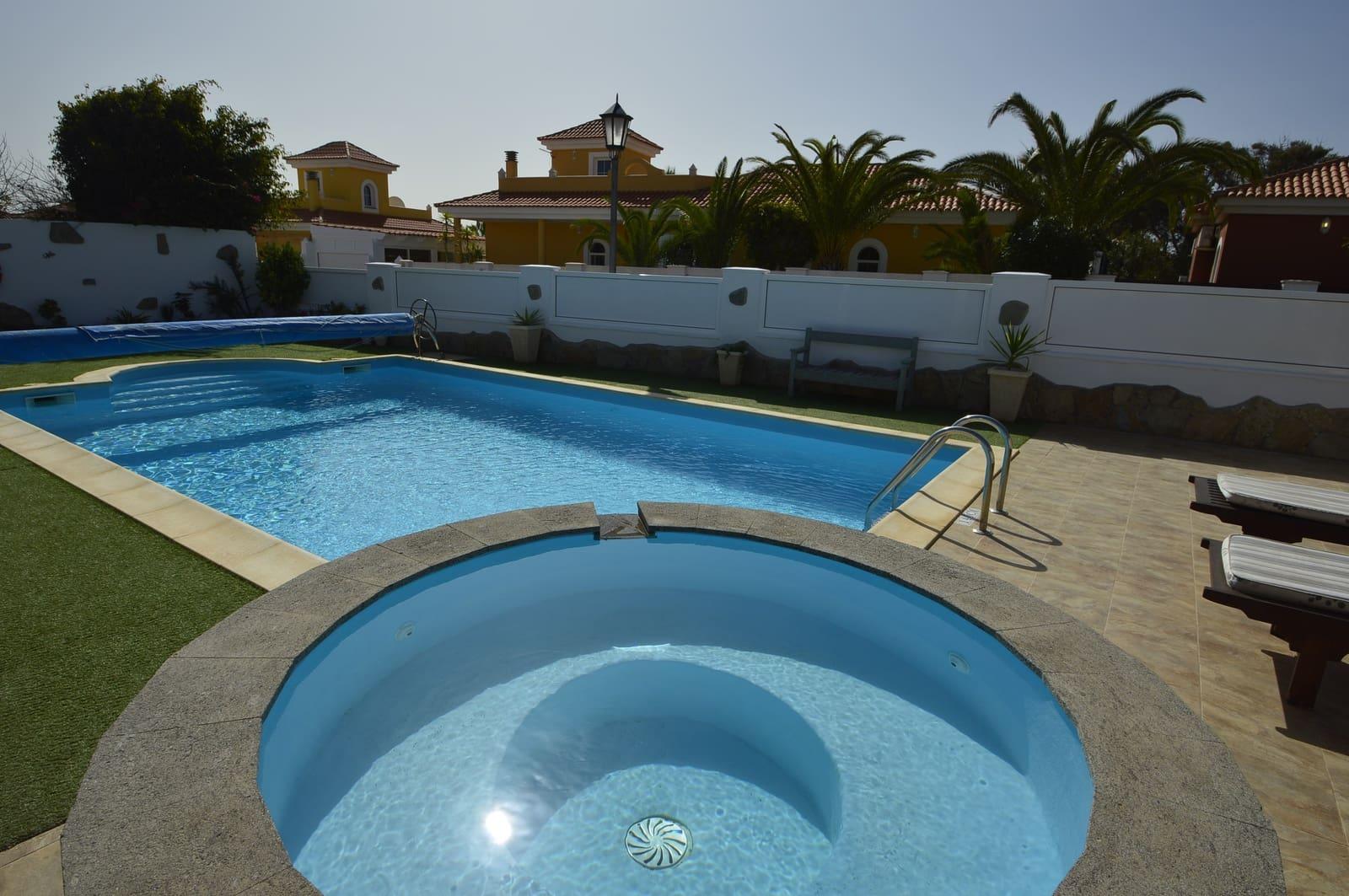Chalet de 3 habitaciones en Caleta de Fuste en venta con piscina garaje - 339.500 € (Ref: 5106098)