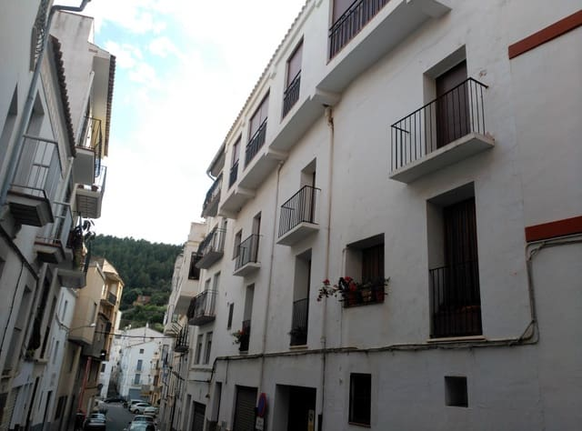 5 bedroom Townhouse for sale in Llucena  with garage - € 110,000 (Ref: 5013892)