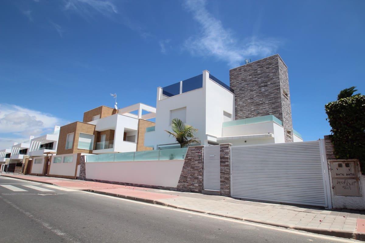 Chalet de 3 habitaciones en Pilar de la Horadada en venta con piscina garaje - 430.000 € (Ref: 5033006)
