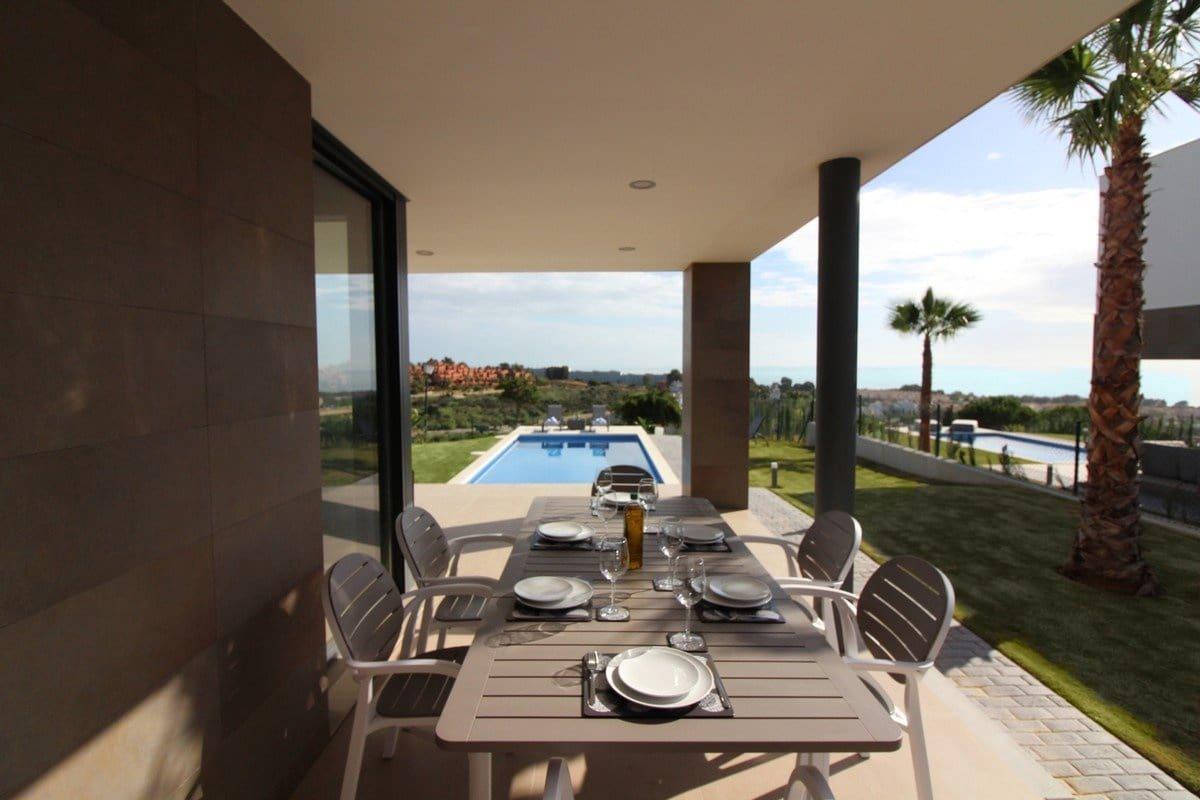 4 chambre Villa/Maison à vendre à Manilva avec piscine - 695 000 € (Ref: 5773854)