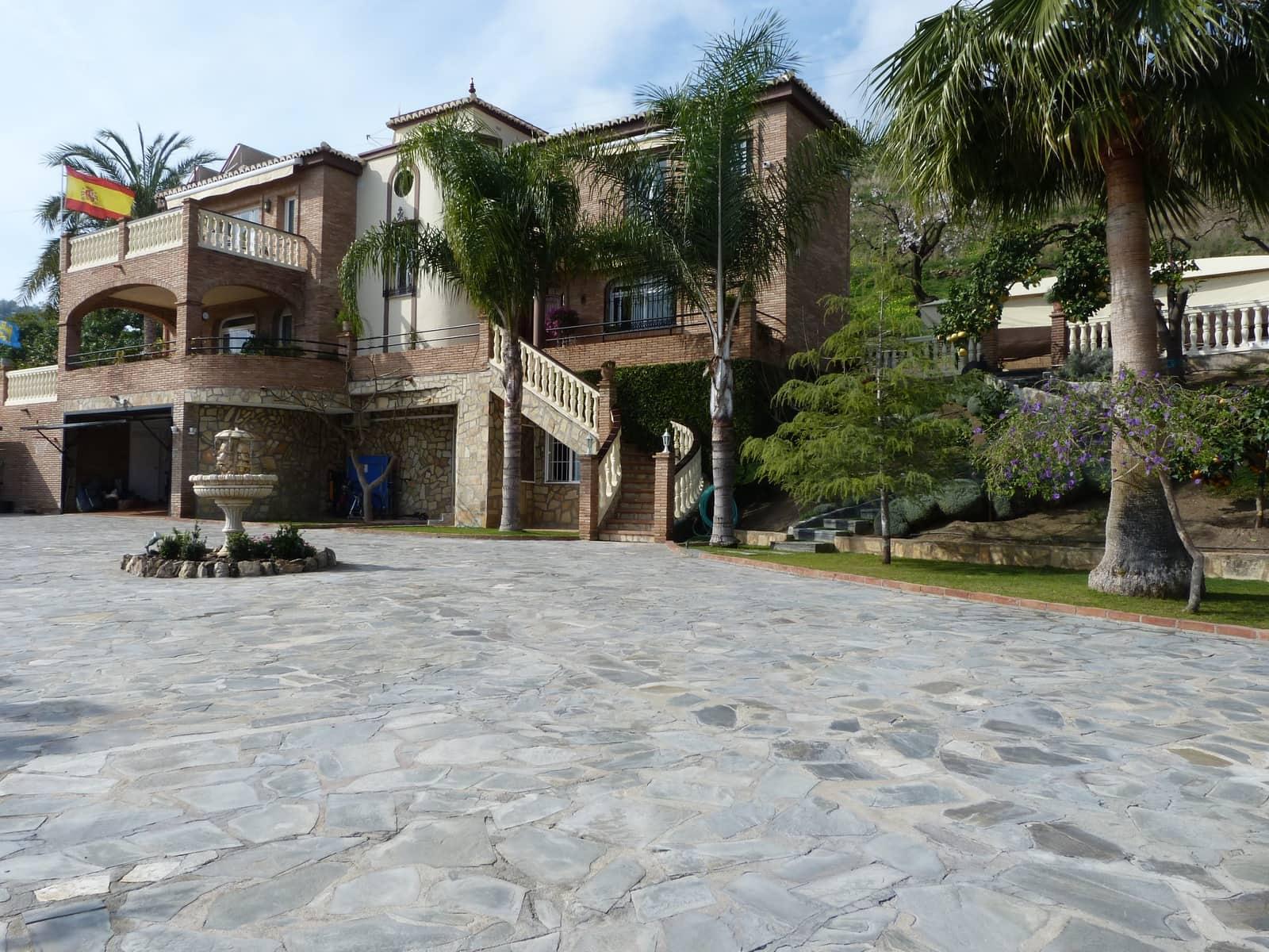 5 bedroom Villa for sale in Nerja with pool garage - € 1,990,000 (Ref: 5106095)