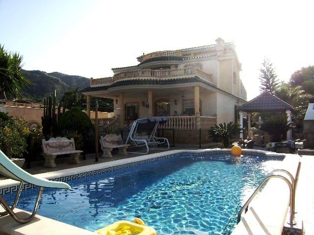 Chalet de 3 habitaciones en Orihuela en venta con piscina - 665.000 € (Ref: 5068584)