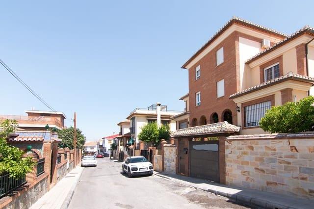 5 Zimmer Doppelhaus zu verkaufen in Huetor Vega mit Pool - 315.000 € (Ref: 5604025)