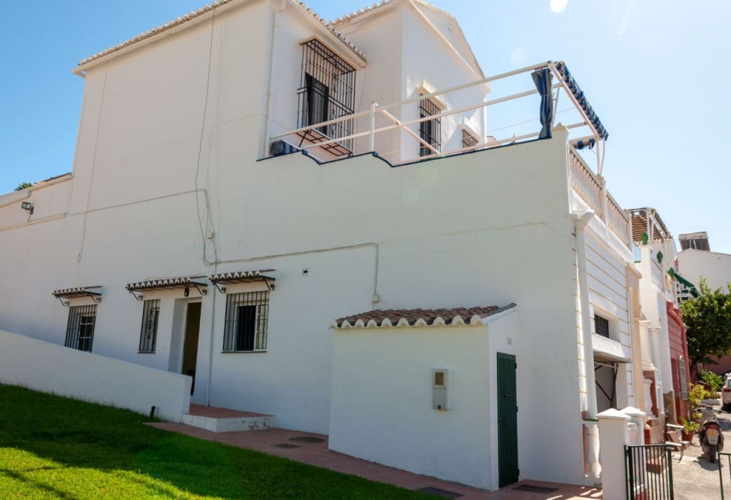 4 bedroom Townhouse for sale in Nerja with garage - € 317,000 (Ref: 5173748)