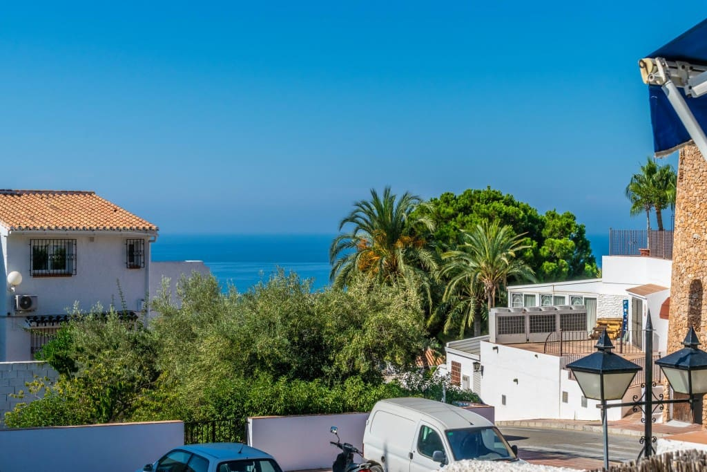 2 bedroom Apartment for sale in Nerja with pool - € 195,000 (Ref: 5173896)