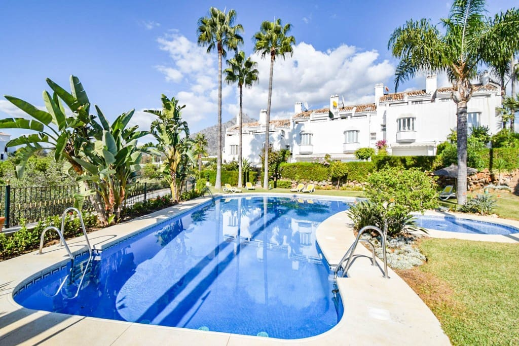 3 bedroom Townhouse for sale in Marbella with pool - € 420,000 (Ref: 5173961)