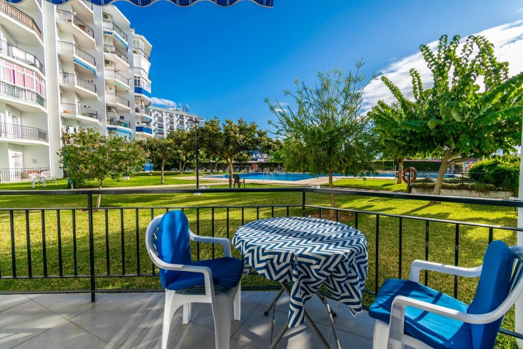 2 bedroom Apartment for sale in Nerja with pool - € 165,000 (Ref: 5174030)