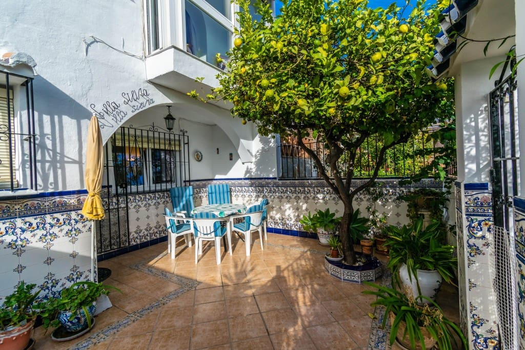 3 bedroom Townhouse for sale in Nerja with pool - € 200,000 (Ref: 5174033)