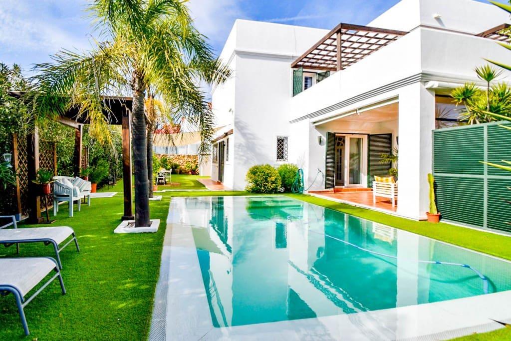 5 bedroom Villa for sale in Manilva with pool - € 895,000 (Ref: 5174099)
