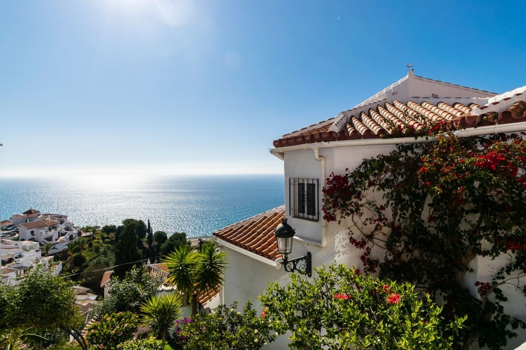 2 bedroom Apartment for sale in Nerja with pool - € 349,000 (Ref: 5174122)