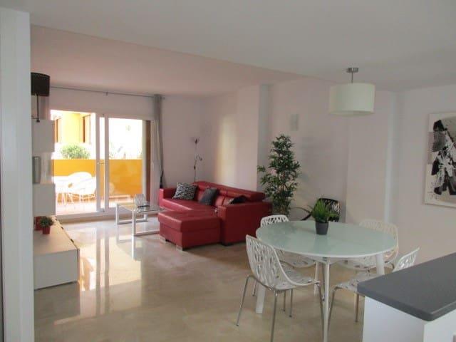 2 Zimmer Ferienapartment in Punta Prima mit Pool - 350 € (Ref: 6008799)